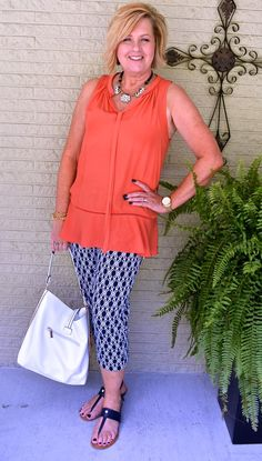 older women fashion over 60 short hairstyles Older Women Fashion, Over 50 Womens Fashion, 50 Fashion, Fashion Over 40, Women's Fashion Dresses, Fashion Pants, Plus Size Fashion, Fashion 2018, Ladies Fashion
