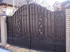 Modern Main Gate Designs, House Main Gates Design, House Fence Design, Front Door Design Wood, Front Gate Design, Door Gate Design, Iron Fence Gate, Custom Exterior Doors, Steel Gate Design