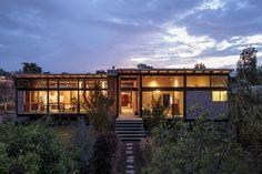Casa vidrio y ladrillo