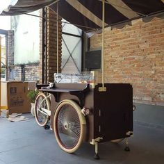 by - hailux_bikesfeitasamao Coffee Box, My Coffee Shop, Coffee Carts, Mobile Coffee Cart, Bicycle Cart, Food Cart Design, Candy Car, Velo Cargo, Bike Food