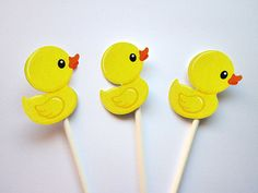 dia del maestro This listing is for Rubber Ducky Cupcake Toppers. Perfect for a rubber ducky theme party, rubber ducky baby shower, etc. Rubber Ducky Party, Rubber Ducky Baby Shower, Baby Shower Duck, Teddy Bear Baby Shower, Duck Cupcakes, Girl Cupcakes, Themed Cupcakes, 2 Year Old Birthday Party, 3rd Birthday