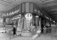 Ilyen is volt Budapest - Lenin (Erzsébet) körút, az Old Pictures, Old Photos, Vintage Photos, Anno Domini, Most Beautiful Cities, Neon Lighting, Historical Photos, Hungary, Poland