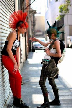 Two punk chicks talking, red and blue mohawks Punk Baby, Girl Mohawk, Estilo Punk Rock, Punk Rock Girls, Mode Punk, Dr. Martens, Crust Punk, Photographie Portrait Inspiration, Look Man