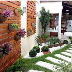 Side yard decor and design idea 25 litledress design in 2019 backyard lands Vertical Gardens, Backyard Landscaping, Landscaping Ideas, Corner Landscaping, Modern Backyard, Modern Landscaping, Backyard Patio, Outdoor Gardens, Indoor Garden
