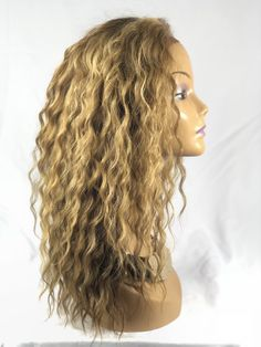 Long layered hairstyles look fantastic even if they are simple. If you're lucky enough to have long hair but are unsure about how to style it, you're in the right place. Long Brown Hair, Long Layered Hair, Long Curly Hair, Long Hair Cuts, Curly Hair Styles, Short Hair, Face Shape Hairstyles, Sleek Hairstyles, Hairstyles For Round Faces