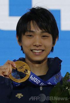 羽生、金メダル手に笑顔 ソチ五輪