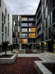 46 Social Houses / Gabriel Verd, © Roland Halbe