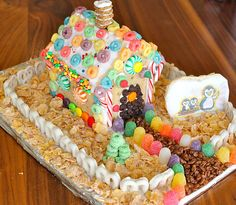 A poptart gingerbread house - why didn't I think of that!? I'm definitely doing this with the kids this year.