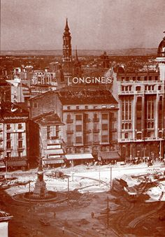 ARAGON EN EL RECUERDO COLECCION DE POSTALES Y FOTOGRAFIAS La plaza de San Miguel cuando aun se conservaba la Puerta del Duque de la Victoria en su confluencia con la Ronda. Como contrapartida afeab…