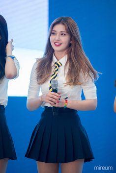 Lovely Girl Image, Cute Girl Pic, Cool Girl, Kpop Girl Groups, Korean Girl Groups, Kpop Girls, Asian Woman, Asian Girl, Jeon Somi