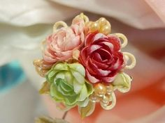 Vintage 1940's Shell Flower Brooch