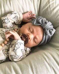 Gray Ribbed Fuzzy Hat: (sweater) w/ Top Knot Bow - baby turban hat, baby turbin, winter baby hat, baby turbon, grey sweater Baby Turban, Turban Hat, Cute Baby Pictures, Baby Photos, Cute Kids, Cute Babies, Cutest Babies Ever, Little Babies, Baby Winter Hats