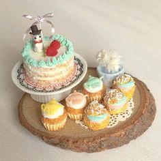 おっと!シルクハットを忘れていました。紳士としての嗜みが。 #ミニチュアフード#ミニチュア#ドールハウス#ハンドメイド#カップケーキ#ネイキッドケーキ#シュークリーム#樹脂粘土#食品サンプル#粘土#handmade #cupcakes #dollhouse #polymerclay #clay #miniaturefood #miniature