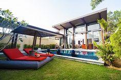 Deze moderne villa op een nieuw landgoed de Villa Prai Panah is perfect voor uw onvergetelijke vakantie in Thailand. Het ligt op slechts vier kilometer van het strand van Layan, en biedt alle luxe, comfort, een weelderige tuin en veel privacy tijdens uw verblijf. Bij binnenkomst in de open woonkamer vindt u een westerse keuken,…