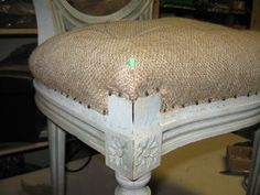 The main stages of a traditional filling. Diy Furniture Upholstery, Wood Refinishing, Diy Hacks, Vanity Bench, Slipcovers, Restoration, Home Decor, Chairs, Refurbished Chairs