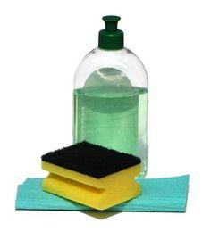 Aprenda uma receita simples e rápida de limpador multiuso. Produto custa menos de R$1 e não provoca alergias