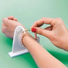Bracelet aid