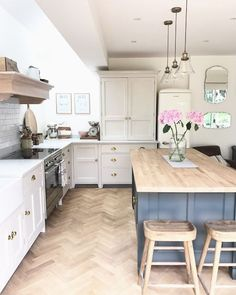 Tips, tricks, together with resource for obtaining the very best result as well as ensuring the maximum utilization of Small Kitchen Renovation Barn Kitchen, Open Plan Kitchen, Home Decor Kitchen, Kitchen Interior, New Kitchen, Home Kitchens, Kitchen Dining, Narrow Kitchen With Island, Country Kitchen Diner