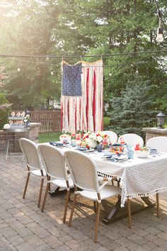 of July backyard BBQ. How to host a Fourth of July party. What to serve at your of July BBQ. Celebrate Independence Day, Memorial Day, July America and Veteran's Day with these red, white and blue decorations. Fourth Of July Decor, 4th Of July Celebration, 4th Of July Decorations, 4th Of July Party, July 4th, Holiday Decorations, Birthday Celebration, Birthday Decorations, Holiday Crafts