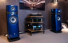 Home theaters som used high end audio equipment for sale Audiophile Headphones, Audiophile Speakers, Hifi Audio, Audio Speakers, Car Audio, High End Hifi, High End Audio, Audio Design, Speaker Design