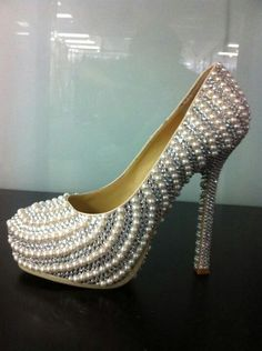 "If Marilyn Monroe was alive today I wonder if she would wear these! They have that ""Marilyn"" look to them"