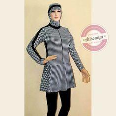 Baju Renang Muslimah BRM-001 satu set dengan kerudung. Warna dan desainnya kekinian, kece banget. Baju renang ini model 2 pcs ya, atasan dan celananya, tapi jangan takut kesingkap, karena ada celana penahannya. Apalagi bahannya tebal tapi super nyaman dan elastis, bahan spandex lycra pilihan. Recomended Product ! Ukuran : Size L untuk berat badan 40-55 Kg Price Rp. 255.000 Size XL untuk berat badan 50-65 Kg Price Rp. 255.000 Size XXL untuk berat badan 60-75Kg Price Rp. 265.000
