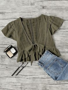 Shop Plunging V-neckline Knot Frill Hem Dip Hem Top online. SheIn offers Plunging V-neckline Knot Frill Hem Dip Hem Top & more to fit your fashionable needs. Mode Outfits, Trendy Outfits, Mode Shoes, Jolie Lingerie, Fashion Clothes, Fashion Outfits, Fashion Ideas, Looks Chic, Moda Fashion