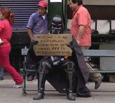 """""""Me ajude – eu sou um veterano amputado da guerra dos clones. Preciso de $$$ para construir uma estrela da morte."""""""