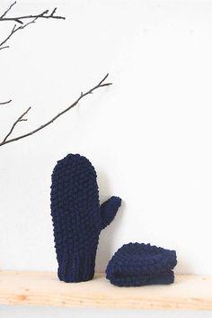 maat / _na ruky... PaLČiaKy... v kráľovskej modrej