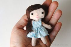 Meet Charlotte! Isn't she a cutie! Charlotte likes to wear her hair on a neat side pony tail. Charlotte is one of my tiny pocket doll felt patterns. The finished Charlotte Doll stands at only 4 inches tall. She really will fit right in your pocket! Squee!   Mini Felt Doll Sewing Pattern This doll …