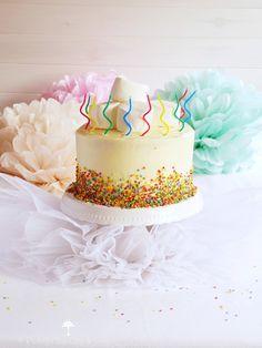 Esta vez le toca el turno a la ya no tan peque de la casa. Tenía claro que para su 10º cumpleaños quería, entre otras cosas, una Funfetti Cake (vamos, una tarta arcoiris).