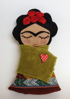 Frida Kahlo by Guadalupecreations . love the idea and think Frida would have love it too. Fabric Dolls, Paper Dolls, Art Dolls, Frida And Diego, Frida Art, Thinking Day, Felt Toys, Soft Sculpture, Felt Ornaments