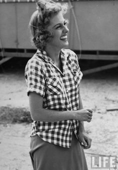 Joan Fontaine; I love casual pics of old stars, they fascinate me. We're so used to seeing them idolalised on the screen.