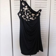One-shoulder blue dress - size L This cute one-shoulder dress is a blue/gray color, with flowers on the top of the dress. It has a slinky kind of fit and is a size large. It is from Forever 21. Forever 21 Dresses