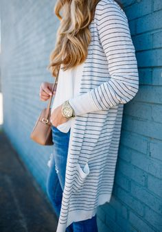 This casual look is perfect for Spring or cool Summer nights. Paring a long cardigan with skinny jeans and heels can make any look feel effortless.