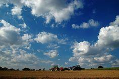 Für die Bauern,  ...  gibt es immer noch Feldarbeit. Schließlich muss das Wetter genutzt werden. Auch hier im Dreiländereck. :-)