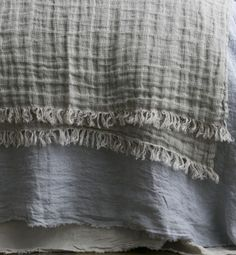 Loosely woven linen throws in our pure linen yarns to create a wonderfully soft feel. A beautiful bed layering piece or accompaniment to a favorite chair.