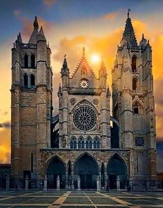 Cathedral of Santa Maria - León, Spain Cathedral Architecture, Sacred Architecture, Beautiful Architecture, Templer, Cathedral Church, Chapelle, Place Of Worship, Kirchen, Barcelona Cathedral