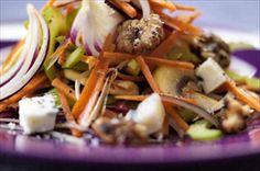 Opskrift på: Sprødsalat med karameliserede valnødder