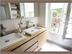 Parquet et frise de galets id es d co salle de bain pinterest parquet galets et salle de for Galet salle de bain vernis