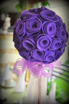 topiario hecho con rosas de fieltro morado, por Anabella de Tenorio