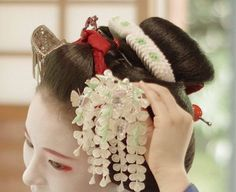 May 2016: maiko Fukunae and her white wisteria kanzashi by @ hkim0805 on Instagram