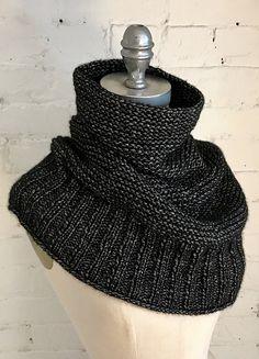 Ravelry: Getting Warmer pattern by Espace Tricot - Tuch Stricken Easy Knitting, Loom Knitting, Knitting Patterns Free, Knit Patterns, Free Pattern, Knit Scarves Patterns Free, Stitch Patterns, Knitting Scarves, Crochet Shawl