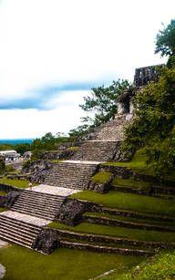 Gigantische Treppe zum Maya Tempel in Palenque