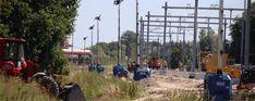 Het keerspoor in Pijnacker tussen de haltes Pijnacker Centrum en Pijnacker Zuid vordert gestaag, dag en nacht werkt de aannemer in deze periode aan de bouw van de keervoorziening voor metro's op het tracé van de E-lijn langs de Klapwijkseweg in Pijnacker.  Deze en volgende week wordt het extra spoor aangelegd, een dienstperron gebouwd en palen en portalen voor de bovenleiding geplaatst.