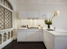 Modern white kitchen with a peninsula by Elan Kitchens, London. 55 New King's Road London Modern Kitchens, Luxury Kitchens, White Kitchen Furniture, L Shaped Kitchen, London, Home Decor, Big Ben London, L Shape Kitchen