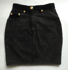 Marca: MOSCHINO JEANS Modello: mini gonna jeans con inserti di velluto, colore…