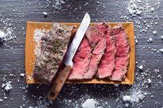 La preparazione del roast beef al sale è veramente molto molto semplice, e il risultato che otterrete, sarà una pietanza molto saporita e gustosa.