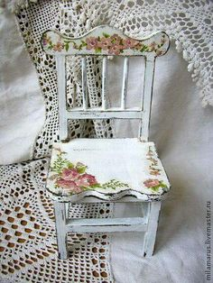 4 Simple and Crazy Tips and Tricks: Shabby Chic Design White Lace shabby chic garden babies breath.Shabby Chic Living Room Cosy shabby chic wall decor entry ways. Shabby Chic Veranda, Shabby Chic Porch, Shabby Chic Desk, Shabby Chic Wallpaper, Shabby Chic Living Room, Shabby Chic Cottage, Shabby Chic Homes, Shabby Chic Furniture, Girls Furniture