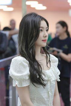 """Golden Slumber on Twitter: """"190611 #아이린 #IRENE… """" Cute Korean Girl, Korean Girl Groups, Asian Girl, Red Velvet アイリーン, Red Velvet Irene, Red Velvet Photoshoot, Red Velet, Ulzzang Girl, K Pop"""